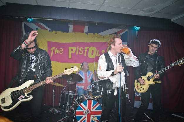 The Pistols @ Ruislip Social Club 003