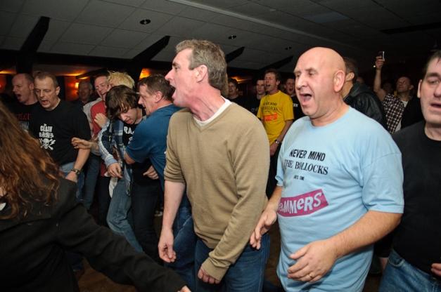 The Pistols @ Ruislip Social Club 041