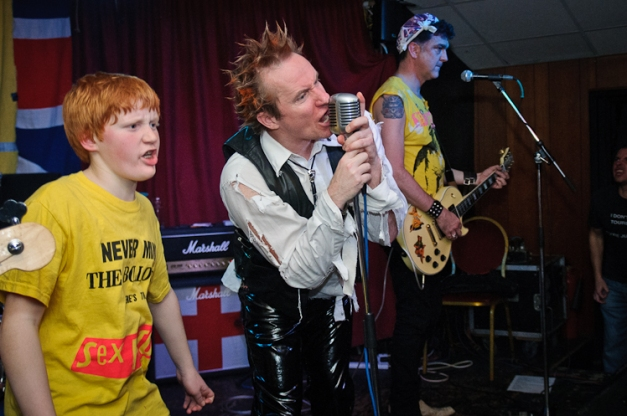 The Pistols @ Ruislip Social Club 042
