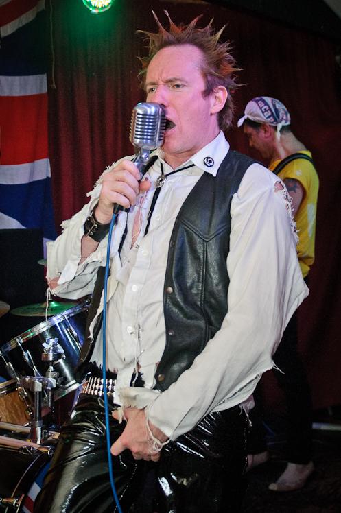 The Pistols @ Ruislip Social Club 044